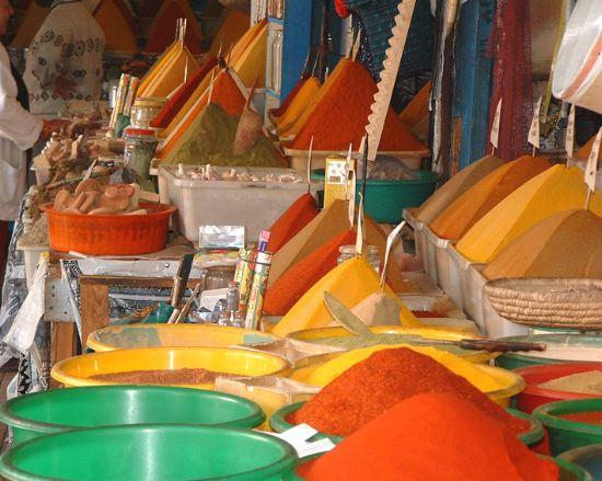 http://www.guide-maroc.net/photos/essaouira/villes-epices-souk-essaouira-maroc-.jpg